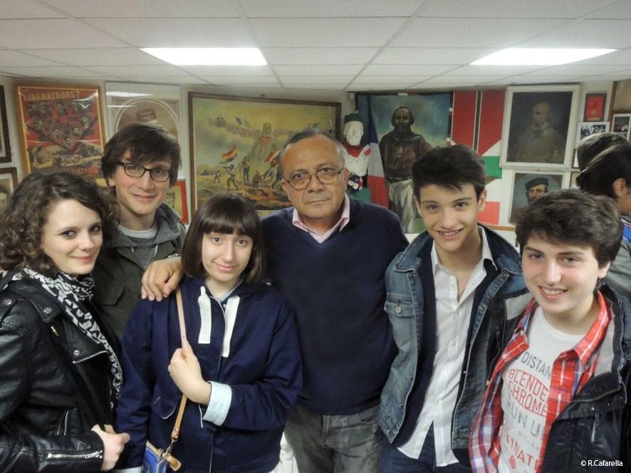 Ipastato e studenti della scuola italiana a Les Garibaldiens