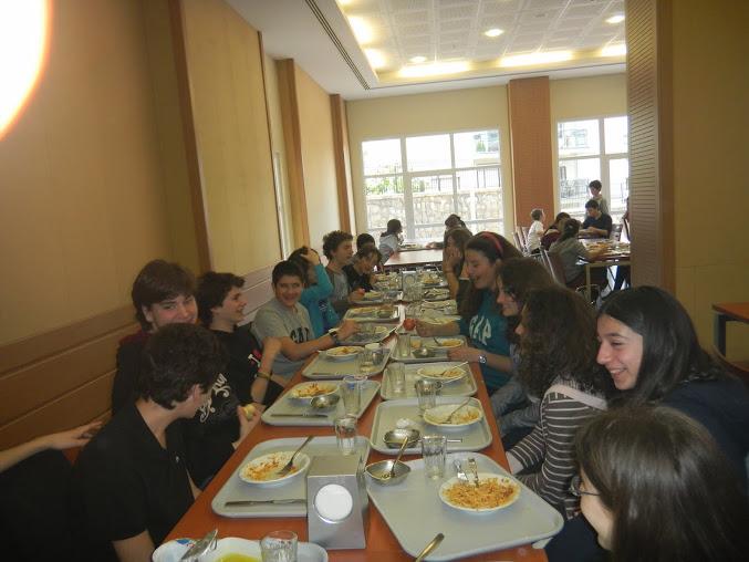 Pranzo a Smirne nella scuola internazionale